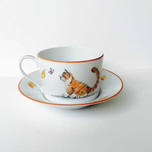 "Tasse à the "" Chat d'automne "". Peint à la main, porcelaine de Limoges. Prix 80€ Cup to the "" Autumn cat "". Hand painted Limoges porcelain. Prix 80€ Чайная чашка "" Осений кот "". Ручная роспись. Лиможский фарфор. Цена 80€."