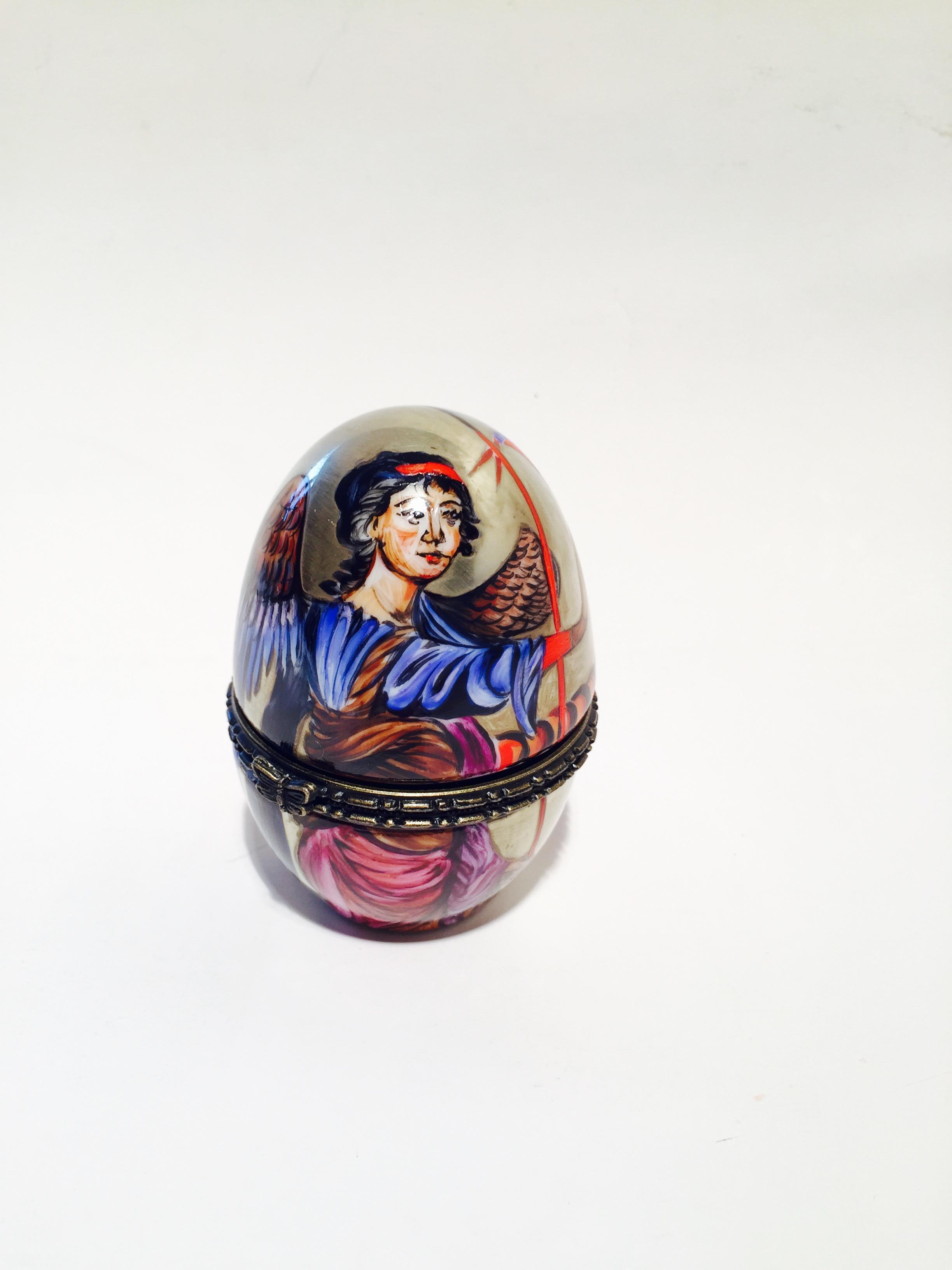 Oeuf -«Ange» boite pour bijoux. Doré à l'or fin