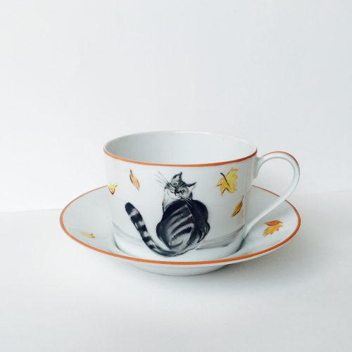 Tasse à the  » Chat d'automne « . Peint à la main, porcelaine  de Limoges. Prix 80€   Cup to the  » Autumn cat « . Hand painted Limoges porcelain. Prix 80€   Чайная чашка  » Осений кот « . Ручная роспись.  Лиможский фарфор. Цена 80€.